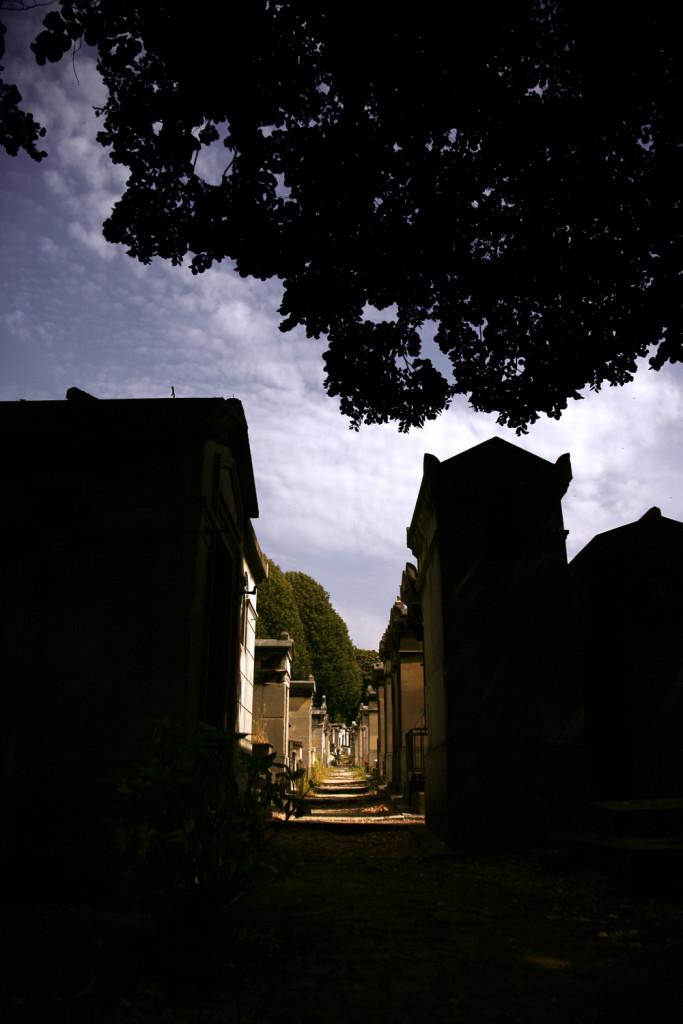 paris-grave-light